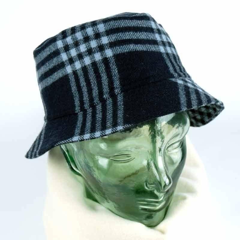 Blaue Wollmütze